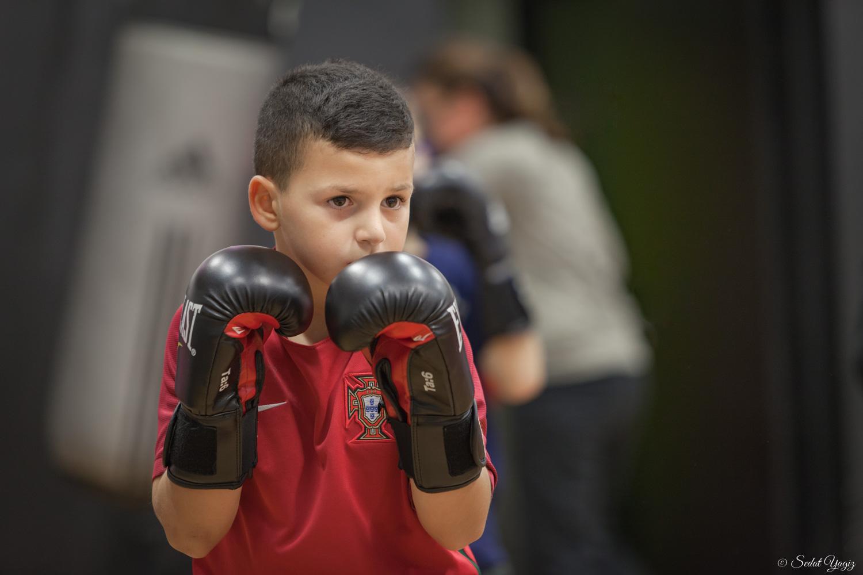 Le regard des petits boxeurs de figuerolles à Montpellier-3